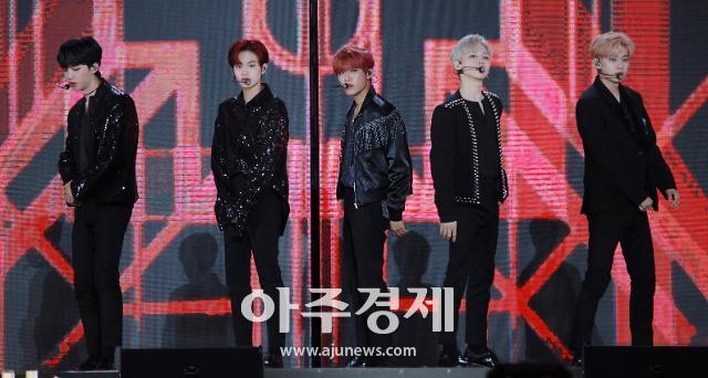 [슬라이드 화보] AB6IX(에이비식스), 정식 데뷔 전 무대도 완벽 (2019 드림콘서트)