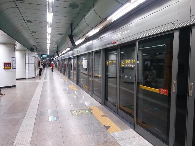 구의역 사고 후 서울 지하철 승강장 안전문 고장 68% 감소