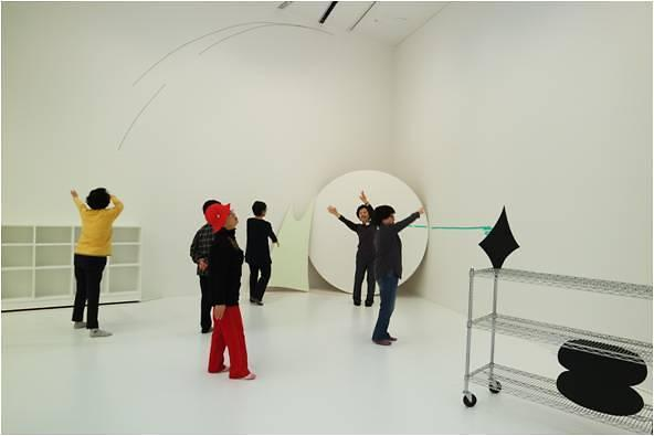 미술관의 변신...전시와 함께 하는 시니어 무용 프로그램