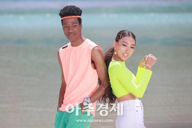 [슬라이드 화보] 문가비-한현민, 구릿빛 건강미 (오션월드)