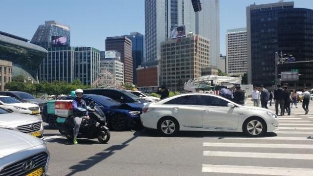 大韩航空前高管驾驶特斯拉车辆发生追尾事故