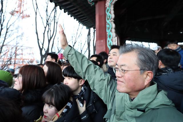 """文대통령 """"바이오·헬스, 5대 수출산업…韓경제 이끌 것"""""""