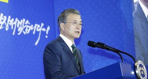 文 바이오·헬스, 5대 수출산업…韓경제 이끌 것