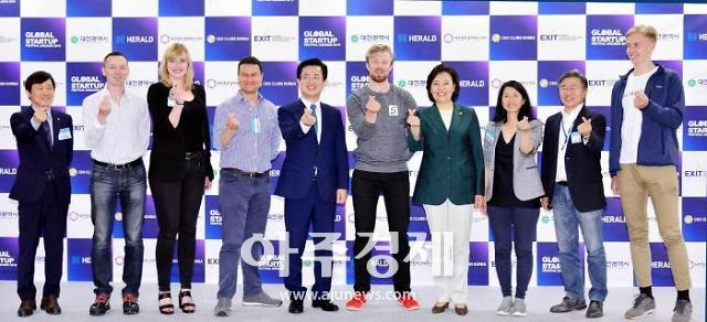 박영선 중기부장관, 대전 스타트업 페스티벌에 관심