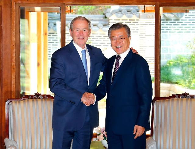 文在寅接见美国前总统小布什