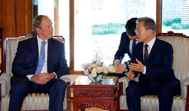 文在寅接见小布什 称韩美同盟巩固如昔