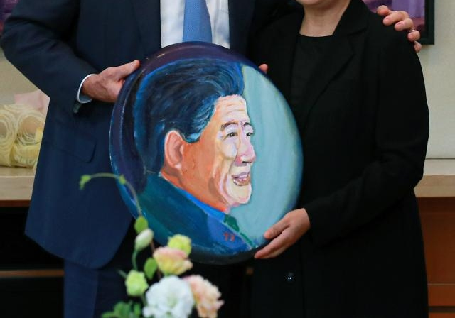 부시 초상화 공개…따뜻한 노무현 생각해