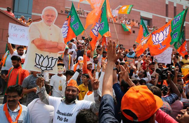 """모디의 압도적 승리…""""인도는 강한 지도자 원해"""""""