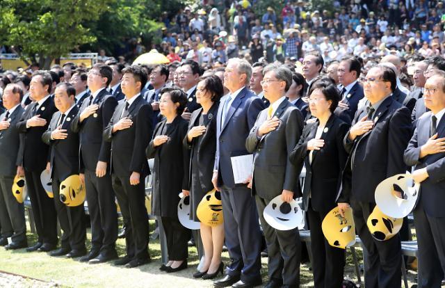 卢武铉逝世十周年纪念在其家乡举行
