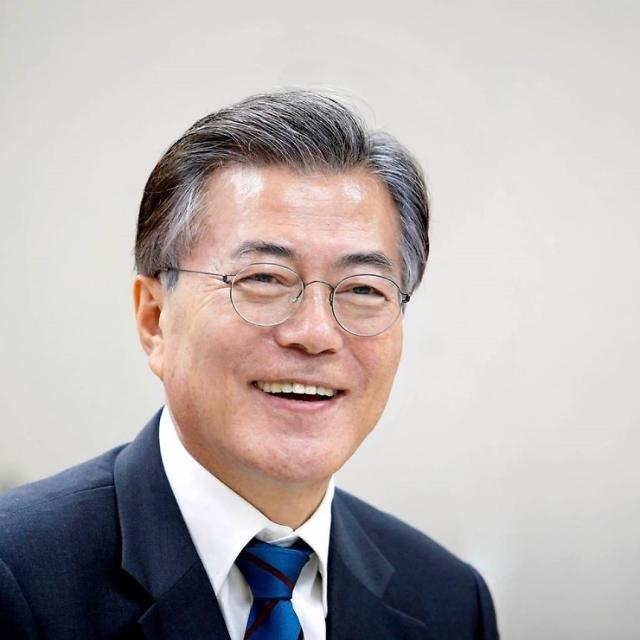 文정부 국정 지지도 긍정 46% vs 부정 44%...반년째 팽팽