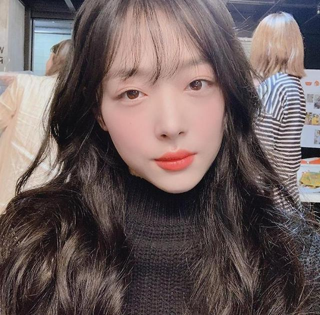 Singer-actress Sulli to host TV talk show on online hate comment-reading