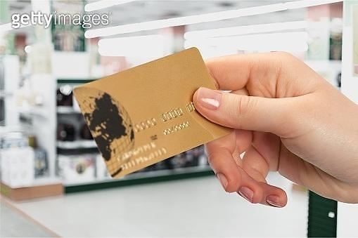 [이번주 2금융권] 우리금융의 롯데카드 인수...카드·보험사 1분기 실적쇼크
