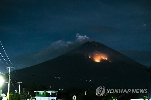 인도네시아 발리섬 화산 또 분화…일부 항공편 결항·지연