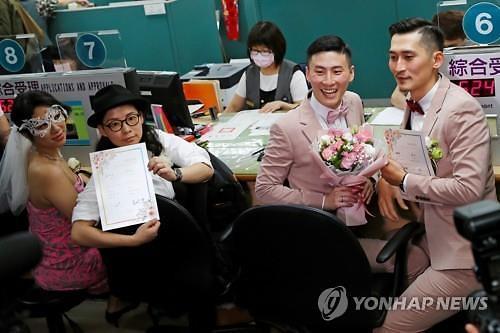 대만 동성혼 법제화 첫날 526쌍 결혼등기 마쳐