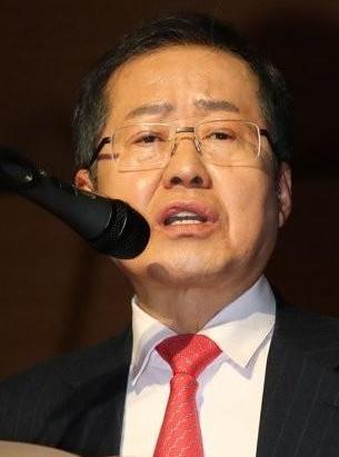 """홍준표 """"조진래 전 의원, 채용비리 수사 압박으로 극단적 선택"""""""