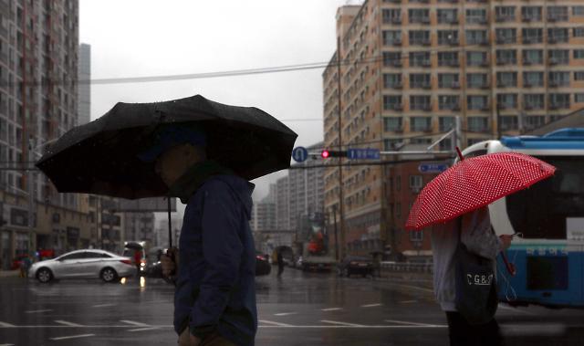 27일 전국에 더위 꺾는 비 내린다…미세먼지도 양호