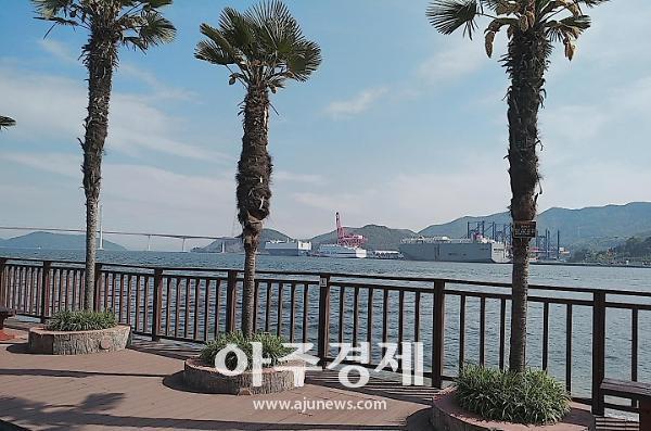 [문화리뷰] 마산 돝섬의 자연둘레길 산책...여름을 찾아 남쪽으로
