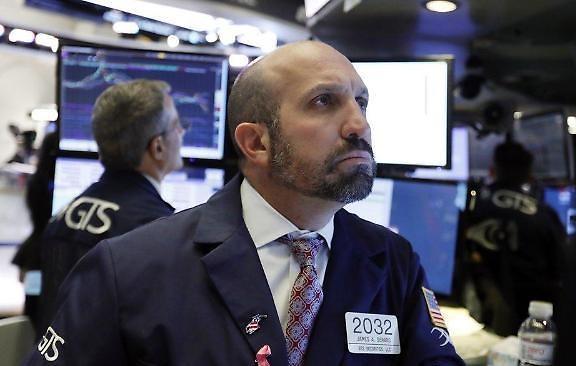 [环球股市] 中美贸易摩擦依旧...纽约股市下滑道琼斯 0.93%↓