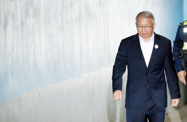 """""""사법농단은 픽션... 흠결투성이 공소장""""… 법정서 큰 소리 친 양승태"""
