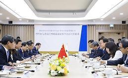 .京畿道知事李在明会见江苏省委书记娄勤俭.
