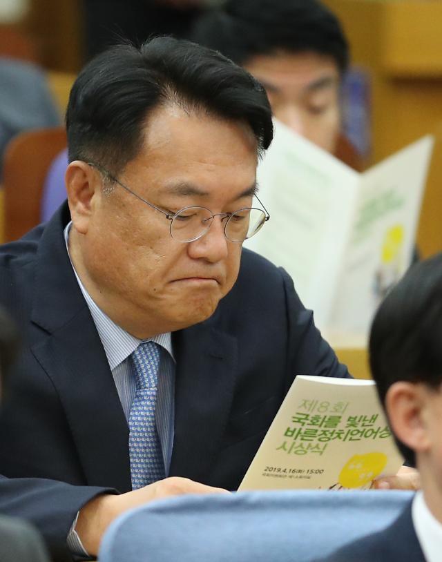 한국당 윤리위 세월호 막말...정진석 경고·차명진 당원권정지 3개월 징계