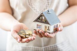 """.""""不卖房子还钱"""",酒桌上债务调整机会增加."""
