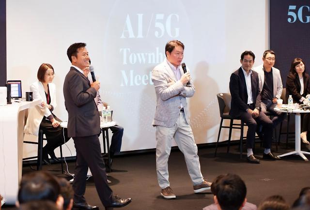 """SKT 찾은 최태원 """"AI‧5G 핵심은 고객과 신뢰관계 구축"""""""