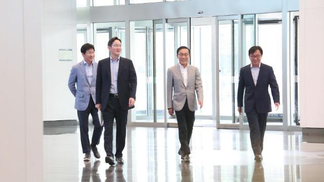 """사장단 소집한 이재용 삼성 부회장···""""180조 투자 흔들림 없이 추진"""""""
