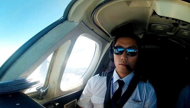 [김호이의 사람들] 여권 없이 입국한 이 사람의 정체…부시 파일럿 작가 오현호