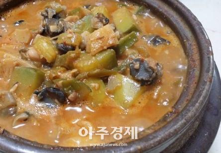 [음식 속 이야기] 한국 대표하는 토종음식 우렁이된장찌개