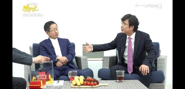 """유시민 황교안 리더십 지적…홍준표 """"우리끼리 얘기는 안해"""""""