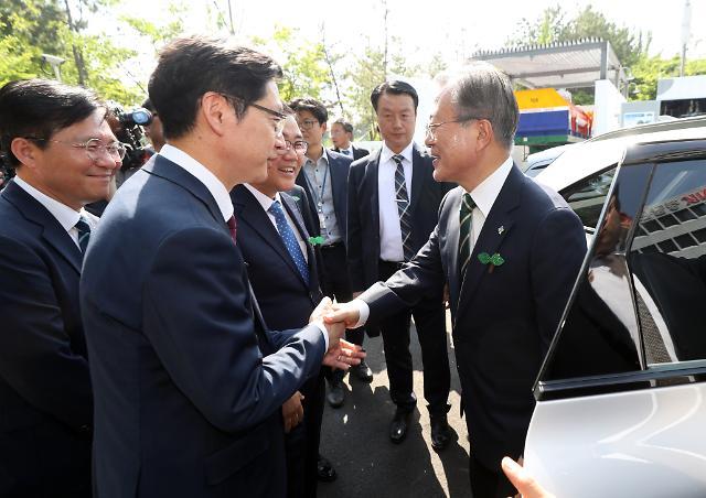 85분간 밀착 文대통령·김경수…경남서 수소차 동맹