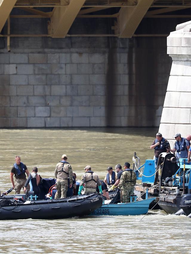 [헝가리 유람선 침몰] 여성 시신 1구 추가 발견…오늘 총 2구 수습