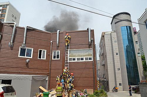 울산에서 중국음식점 화재…식당 직원 10명 대피