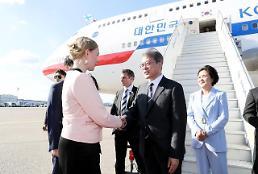 .文在寅抵达赫尔辛基开始对芬兰进行国事访问.