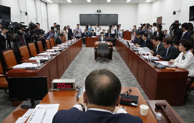 패스트트랙 후 첫 국회 사개특위, 한국·바른미래 불참 속 '반쪽 회의'