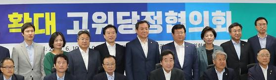 """홍남기 부총리 """"가업상속공제, 사후관리기간 10년→7년 단축"""""""