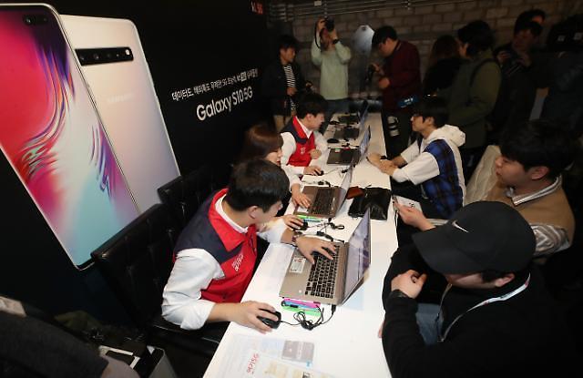 5G智能手机4月销量23万部 首月交出合格成绩单