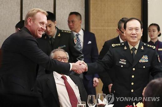 美국방대행, 中국방에 北불법환적 사진첩 깜짝 선물