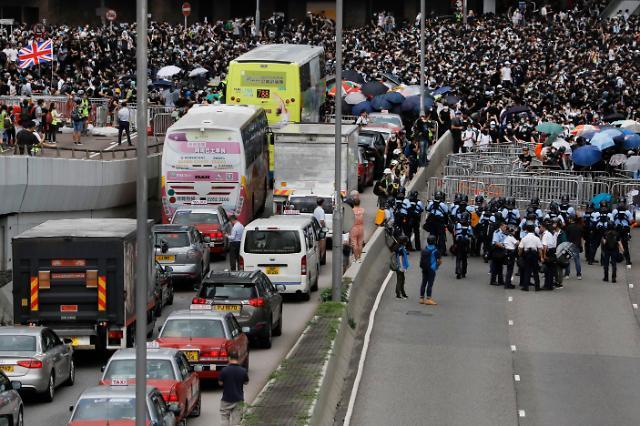 """심상찮은 홍콩 대규모 시위에 美·英 """"자국민 홍콩 여행 삼가라"""""""