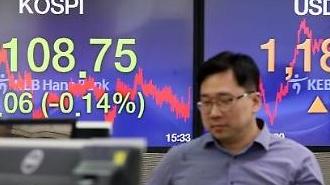 Nhà đầu tư cá nhân bán tháo... KOSPI giảm còn 2100 điểm