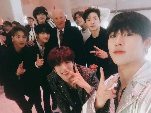 [PHOTO NEWS] MONSTA X pose for photographs with Norway king