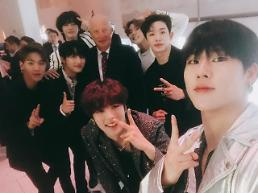 .[PHOTO NEWS] MONSTA X pose for photographs with Norway king.