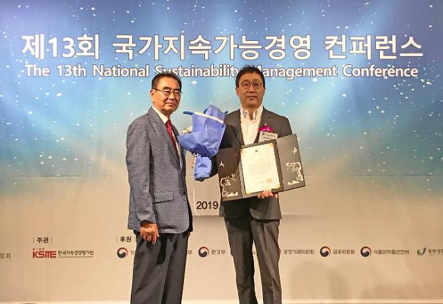 유니클로, '국가지속가능경영 컨퍼런스' 경제부총리상 수상