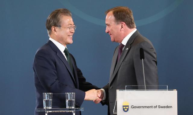 文在寅同瑞典首相勒文举行会谈