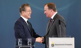 .文在寅同瑞典首相勒文举行会谈.