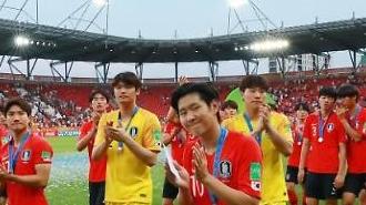 [U20 월드컵] 잘 싸웠다, 리틀 태극전사들…원팀으로 이룬 값진 준우승