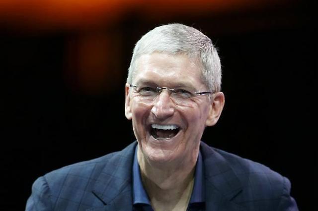 팀 쿡 애플 CEO, 실리콘밸리 기업들 작심 비판..? 테라노스 사례 되새겨야 주문