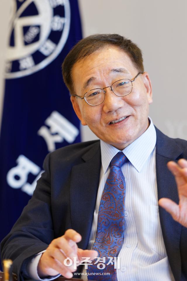 김용학 연세대 총장, 고려대 명예 문학박사 학위 수여