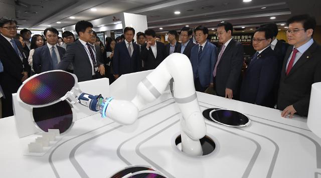 [포토] 로봇이 만드는 반도체